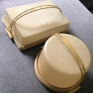 Vintage Tupperware cake set with handles